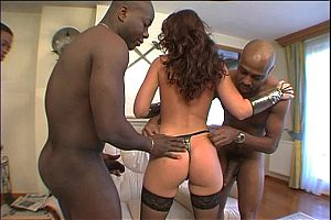 A group of horny blacks gangbang a slutty white babe on brobang blog
