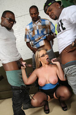 Blonde MILF Dee Siren allows her black guys to bang her hard on brobang blog